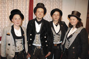 Wanderer (v. l.): Bäckerin Julia, Bäcker und Konditor Falk sowie die Konditorinnen Tabea und Ruth.