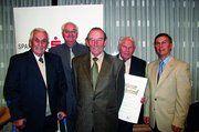 Unser Bild zeigt Obermeister Karl Stopper (r.) mit den geehrten Bäckermeistern Eberhard Sinz, Alfons Frommer, Josef Herbst und Bernhard Deufel.