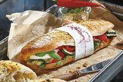 Mit einer Banderole auch optisch zum Craft-Snack geadelt: Beste Zutaten und bodenständiges Handwerk wissen Verbraucher auch beim Snacken zu schätzen.