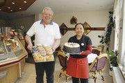 Teamarbeit: Lutz und Budsaba Grube managen Café und Pension gemeinsam.