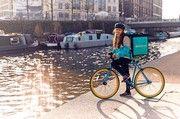 Boomendes Segment: Essenskuriere, zum Beispiel per Fahrrad, flitzen häufig durch deutsche Großstädte.