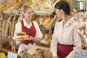 Für Kunden spielt der optische Auftritt des Personals bei der Kaufentscheidung eine Rolle. Die Mitarbeiterinnen müssen sich in ihrer Kleidung wohlfühlen, um sympathisch zu wirken.