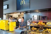 """Das """"Experience of the Future-Restaurant (EOTF)"""" von McDonald's mit besonderem Ambiente und Menüs aus aller Welt."""