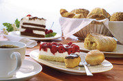 In der Gastronomie kommen Torten, Kuchen und Kleingebäck verstärkt aus der Truhe.