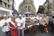 Da fühlen sich die Bäcker wohl: Gruppenbild beim Aktionstag in Köln mit der rheinisch-westfälischen Brotkönigin.