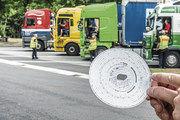 Für Lieferfahrzeuge des Handwerks könnten bald Tachographen Pflicht werden – dann mit digitalen Geräten.