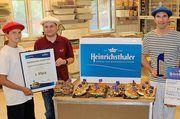 Die Bäckerei Konditorei Chocolaterie Ways aus Moosinning gewinnt den Heinrichsthaler Käsebrötchen-Award 2018: von links Daniela Hubert, Jürgen Schirnjack, Bäckermeister Ludovic Gerboin (Inhaber) und Josip Horvat (Heinrichsthaler).