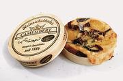 """Siegerprodukte von der Bäckerei Ways: Der Camembertthaler (oben) und die """"Kleine Ziege""""."""