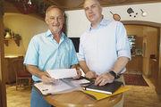 Obermeister Günter Wagner (l.) mit dem neuen Geschäftsführer der Landesinnung, Christopher Kruse.