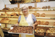 Jacquelin Seemann backt ihren Kuchen noch traditionell.