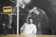 """""""Unter Tage"""": Robert Siebers im Besprechungsraum mit Fototapeten von Stollen."""