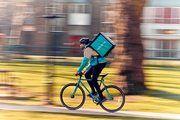 Gibt es vielen deutschen Städten bald nicht mehr: Essenskuriere von Deliveroo.