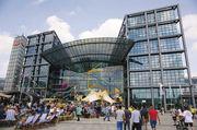 Berlin Hauptbahnhof: Hier setzt die Bahn mit einem Food-Court auch aufs Außer-Haus-Geschäft.