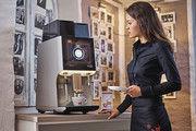 Damit die Kaffeespezialität immer gleich schmeckt: Moderne Vollautomaten überwachen automatisch Pulvermenge, Mahlgrad, Kolbendruck, Wassertemperatur und Brühzeit.
