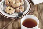 Gute Kombination: Gebäck mit Tee.