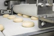 Gewichtsgenauigkeit, Formgabe und Teigschonung in Einklang zu bringen, erfordert intelligenten Maschinenbau.