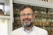 Bäckermeister Peter Profittlich mit seinen Bestsellern zur Stollensaison, den Mandelstollen.