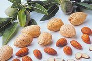 Mandeln sind der Hauptrohstoff bei der Marzipanherstellung.