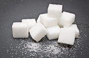Zucker wird in erster Linie aus Zuckerrüben hergestellt.