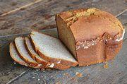 Glutenfreie Produkte wie Brot sind mittlerweile auch in zahlreichen Supermärkten erhältlich.