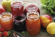 In kleinen Gläsern präsentiert, wirken die Fruchtaufstriche beim Früchstücksbuffet deutlich hochwertiger.
