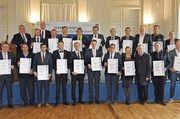 Beim Festakt in München erhalten die Preisträger des Staatsehrenpreises Medaillen und Urkunden.