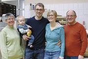 Drei Generationen der Familie Lenk (von links): Elisabeth, Elias, Thomas, Melanie und Willy Lenk.