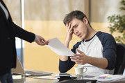 Die Übergabe des Kündigungsschreibens ist oft mit starken Emotionen verbunden.