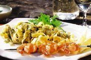 Leichtes Essen, farbenfroh frisch angerichtet, erfreut den Gast im Sommer besonders. Gerichte können für den Sofortverzehr präsentiert, zur Mitnahme verpackt oder als Frische-Convenience konserviert werden.