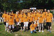 Das komplette Bäcker-Team vor dem Einsatz beim Drachenbootrennen: Eine gute Mannschaft. Nach zweijährigem Mitmachen sind die Flying Baguettes eine kampfstarke Truppe.