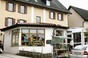 Die Bäckerei Müller im Vordergrund, im Wintergarten hinten befindet sich das Café
