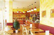 Einladend ist auch der Café- und Bistrobereich mit 26 Sitzplätzen gestaltet.