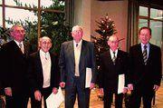 Bei der Verleihung der goldenen und diamantenen Maiterbriefe (von links). Präsident Willy Hesse, Hubert Merschant, Julius-Heinrich Wolf, Alois Voß, Geschäftsführer Wolfgang Boecker .