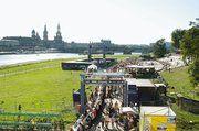Auf dem Dresdner Königsufer stand Mitte September die mit 1150 Metern längste Kaffeetafel der Welt.