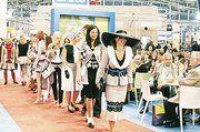 """Kleidung kann auch mit Pepita peppig sein, wie die realisierten Modelle des Wettbewerbs """"Kleinkariertes..?!"""" beweisen."""