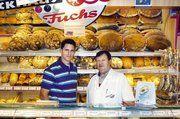 Bäcker- und Konditormeister Konrad Fuchs (rechts) ist im Oktober nach Brasilien gereist, um dort seinen einstigen Lehrling Johannes Roos beim Ausbau seiner Bäckerei zu unterstützen.