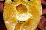 Eine gebackene Maske, wie sie die Bäckerei Winkler herstellt.