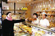 Die Kundschaft freut's: Bäckermeister Ngoc Quien Dang und seine Frau Dang Phuong Thao verkaufen mit steigender Nachfrage das Hartz IV-Brot.
