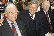Hans-Joachim Erdmann war 18 Jahre AR-Vorsitzender der Bäko Hansa. Neben ihm Peter Becker und Philipp Kloke, vom Genossenschafts- und Raiffeisenverband (v.l.).