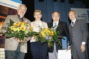 Auf der Versammlung der Bäko Region Stuttgart (von links): Walter Staiger, der für 24-jähriges Engagement in der Bäko geehrt wurde, Claudia Sailer, Gerhard Sailer, der die Goldene Ehrennadel des Württembergischen Genossenschaftsverbands bekam mit dem