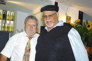 Helmut Vetter (links) nahm die Glückwünsche zum 70. von ELIM Volker Gögelein entgegen.