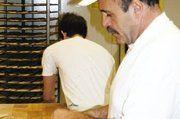 Bäckermeister Mario Ritter steht jeden Tag in der Backstube.
