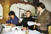 Die Geschäftsführerin des Landesinnungsverbandes Baden, Ute Sagebiel-Hannich, referierte über aktuelle Themen im Bäckerhandwerk. Innungsgeschäftsführerin Gisela Däschle und Obermeister Fritz Trefzger waren aufmerksame Zuhörer.