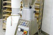 Die Firma Schnitzer setzt auf elsässische Getreidemühlen mit einem in Magnesit eingegossenen Basalt-Mahlstein.