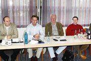 Am Vorstandstisch vor der Versammlung (von links): KH-GF Heinz Kessler, OM Jürgen Oberheim, die Vorstandsmitglieder Arnold Heck, Friedel Komp und Wilhelm Appel, stellv. KHWM Klaus Repp und stellv.OM Wolfgang Löber.