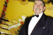 """Johann Kraus, der """"Vater des Bäckerballes"""" wird 70. Fast die Hälfte seines Lebens verbrachte der agile Ehrenobermeister der Bäckerinnung Günzburg-Krumbach im Ehrenamt."""