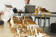 Qualitätsprüfer Michael Isensee an seinem Arbeitsplatz.