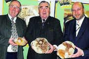 Wolfgang Simon (von links), Heinrich Traublinger und Dr. Johannes Rehm mit der KI.KA-SommerTour 2008 eröffneten die Aktion.