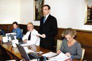 Verbandsgeschäftsführer Fred Westphal, Holger Bodmann, Obermeister Axel Schröer und Innungsgeschäftsführerin Bettina Emmerich-Jüttner auf der Tagung des Bezirksverbands Hannover (von links).