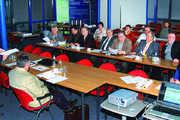 LIV-Geschäftsführer Dr. Andreas Baeckler (links) berichtete den Vertretern der Mitgliedsinnungen den aktuellen Stand bei der Einführung eines Gütesiegels für das sachsen-anhaltinische Bäckerhandwerk.